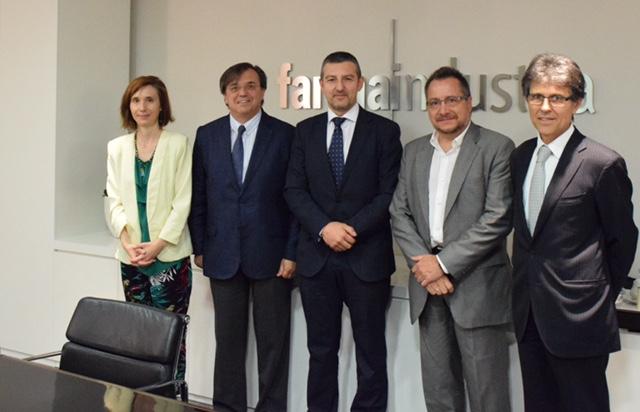 Imagen con representantes en el Convenio Foro Pacientes con Farmaindustria